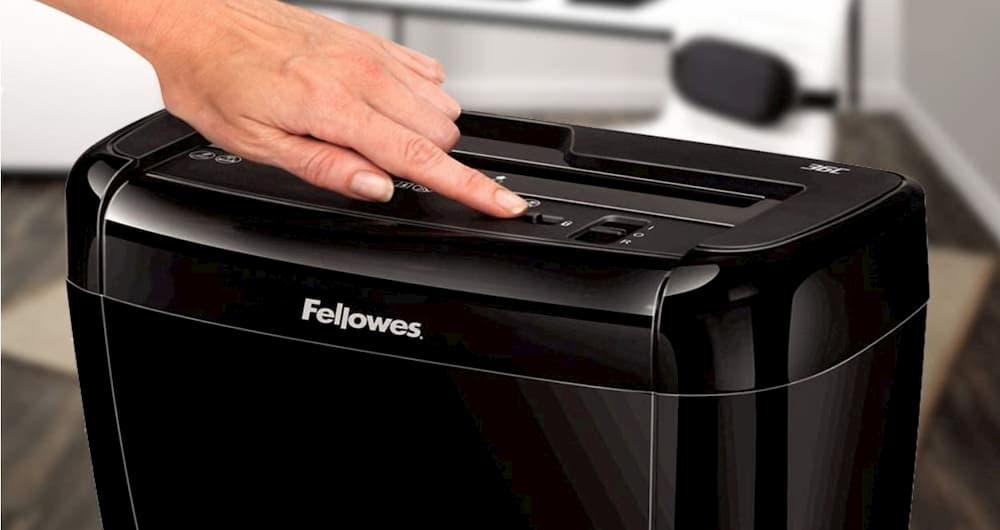 Cómo usar una trituradora de documentos
